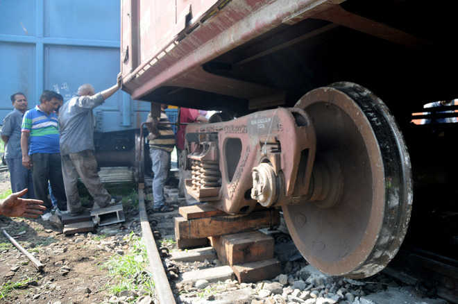 2 bogies of Amritsar-Jaynagar train derail in Lucknow