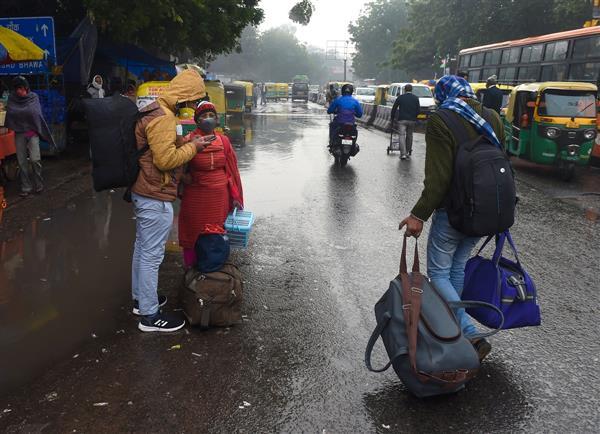 Cold wave grips Delhi, mercury dips to 3.2  degrees Celsius