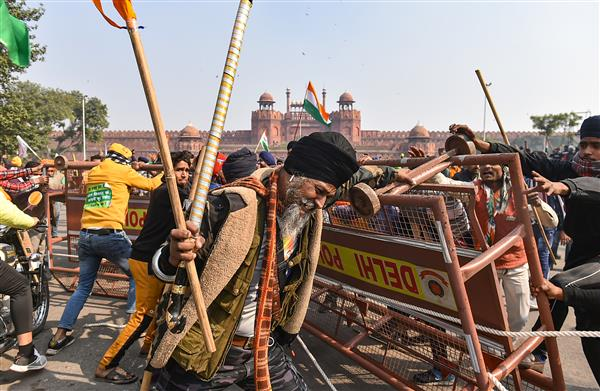MHA orders additional forces in Delhi as farmers lay siege to the Red Fort, break Tikri Border barricades