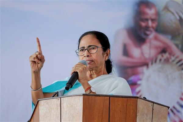 TMC advises Left, Congress to back Mamata; Congress says merge with us