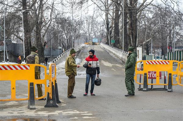 Cold wave prevails in Kashmir, minimum temperature below freezing point