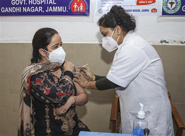 Over 1 million healthcare workers received vaccine shots till Thursday 6 pm: Centre
