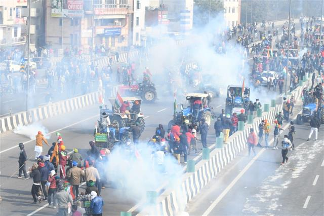 In photos, watch police use teargas on farmers as they try to break barricades