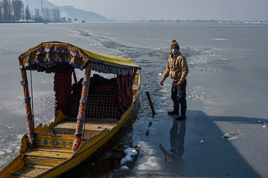 North shivers as Srinagar records lowest temperature in 8 years; no relief for few more days