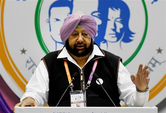 Amarinder hits back, calls AAP deceitful, desperate