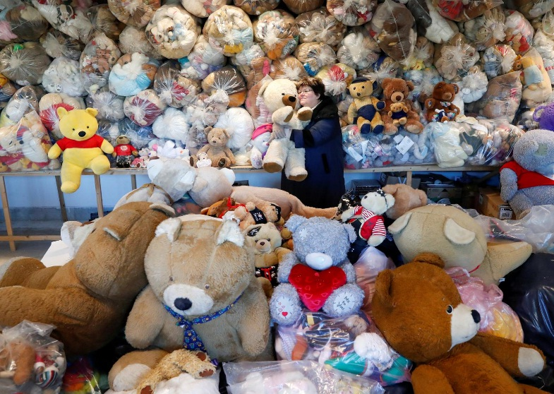 Wrapped in plastic, Hungarian teddy bears 'hibernating' in pandemic