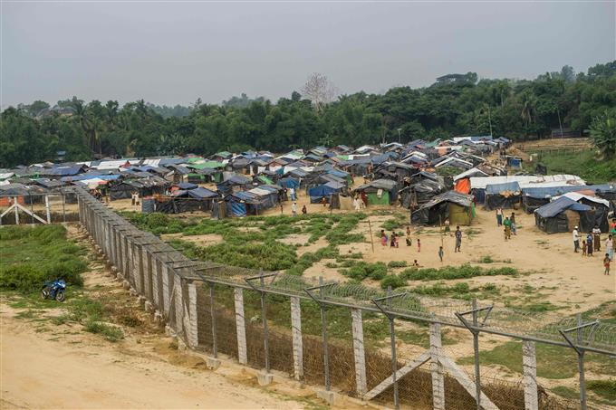 Fire destroys hundreds of homes in Rohingya refugee camp
