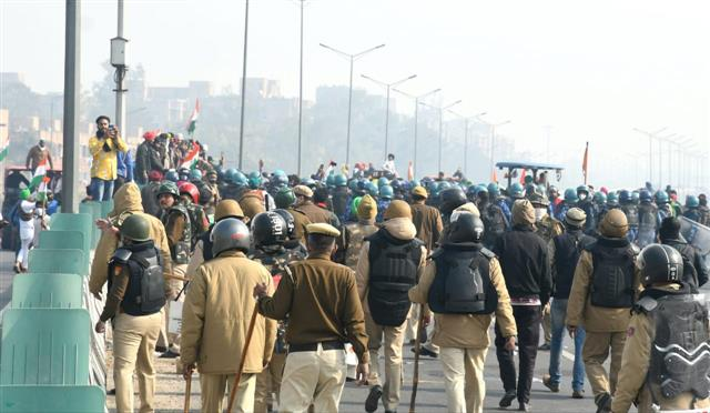 Don't take law into your own hands, Delhi Police appeal to farmers after violence