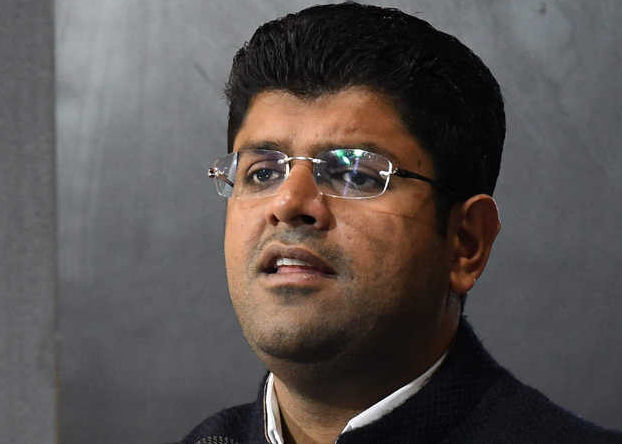 Abhay Chautala's offer to quit puts Dushyant on back foot