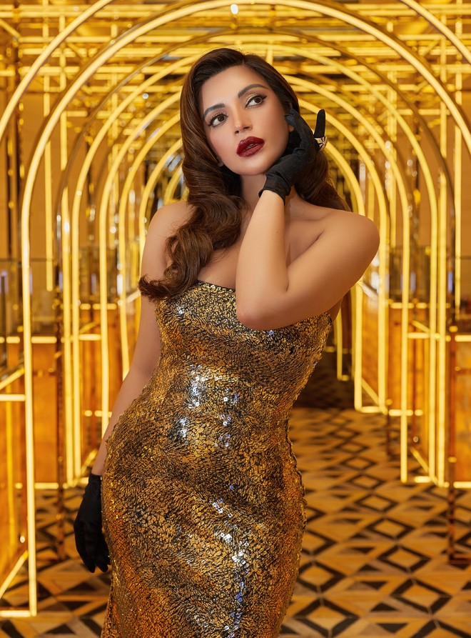 Shama Sikander does a shoot in Moulin Rouge style