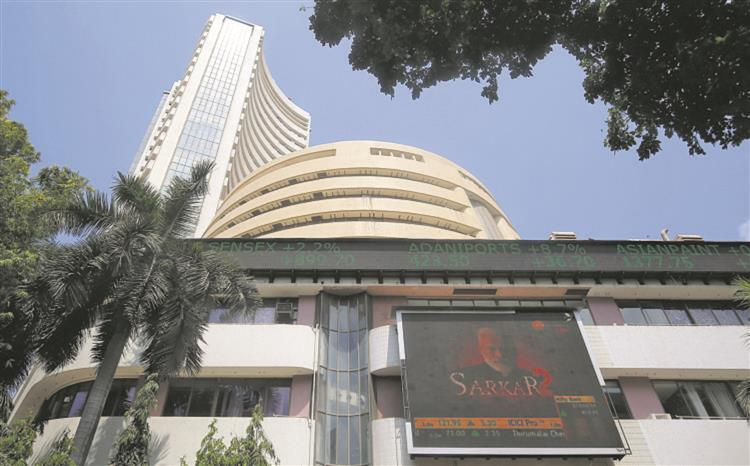 Sensex, Nifty scale fresh peaks for 3rd day on trot