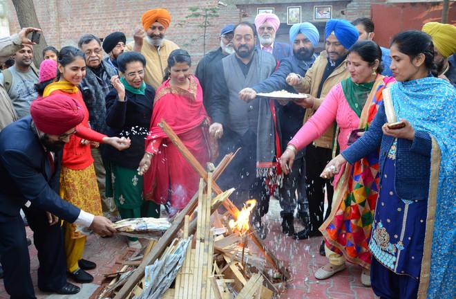 Lohri celebrations mark reopening of Virsa Vihar