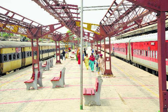 Vendors stare at losses as train services remain suspended