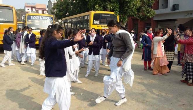 Lohri celebrated  at Karnal school