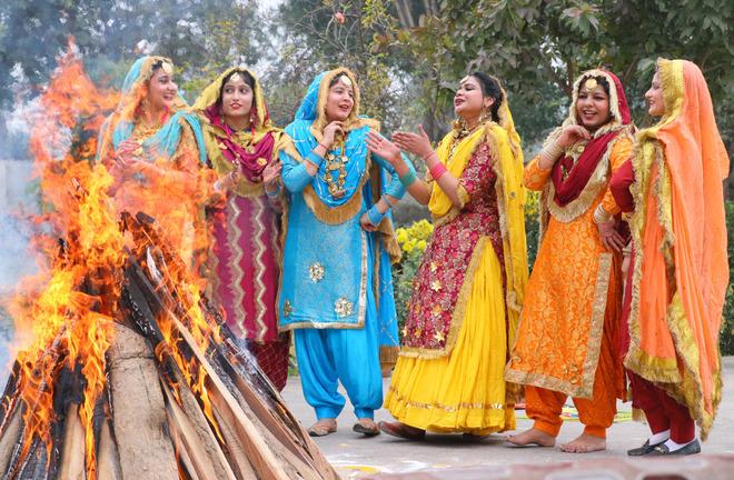 Lohri celebrations begin in Jalandhar