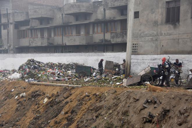 Garbage dumped along Ludhiana's Buddha Nullah again