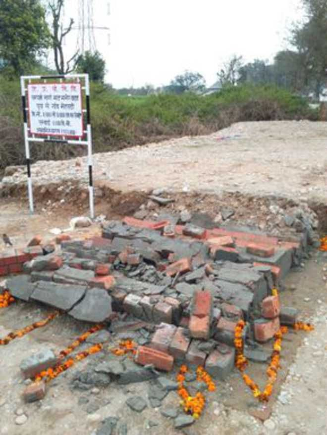 Minister Sunder Sham Arora lays foundation stone of link roads in Dhogri