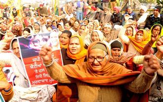 Women protest against farm laws