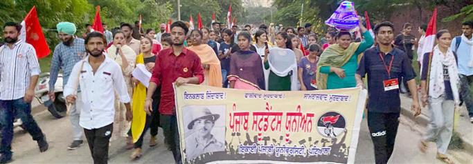 Students hold march for farmers' cause
