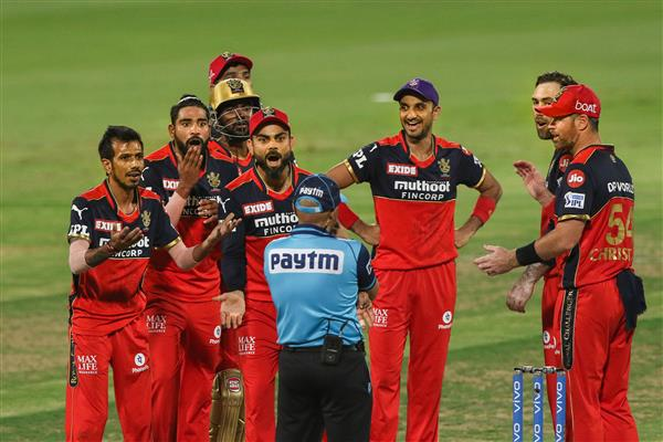 Virat Kohli loses cool at umpire Virender Sharma, square-leg umpire intervenes