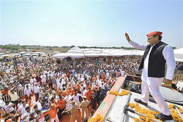 Akhilesh attacks 'chillumjeevi' Adityanath, says BJP will never act against Union minister Mishra