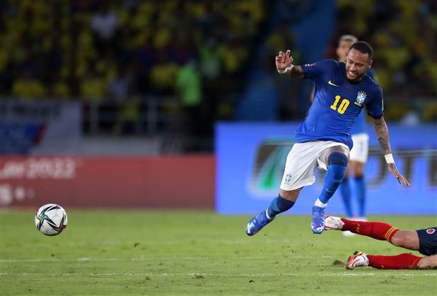 Neymar's Brazil teammates urge him to keep playing past World Cup