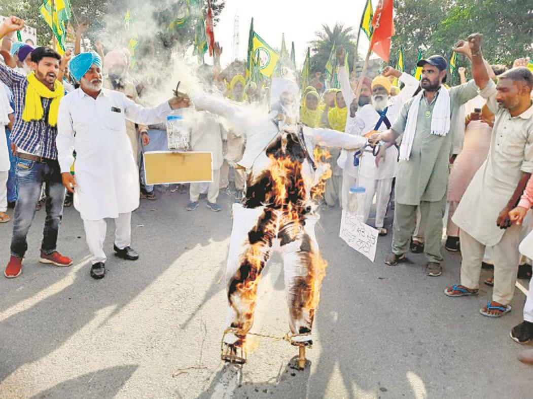 Farmers burn FM's effigy over relief