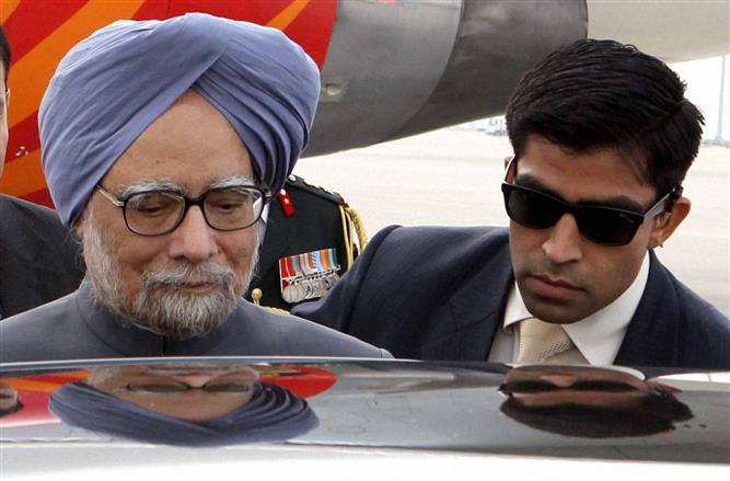 Manmohan Singh admitted to AIIMS cardio-neuro unit after fever, weakness