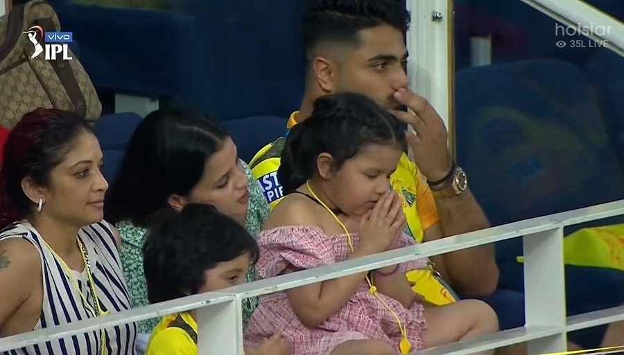 Ziva Dhoni praying for dad Mahendra Singh Dhoni's win has taken the internet by storm