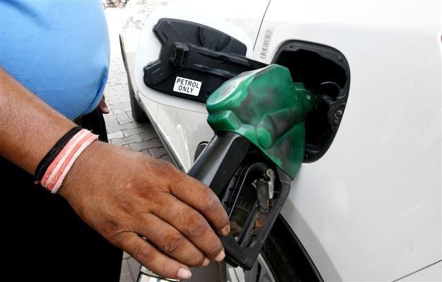 Fuel prices at all-time highs; diesel crosses Rs 100 mark in Mumbai