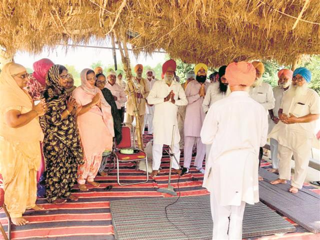 Farmers pay homage to victims of Lakhimpur Kheri violence