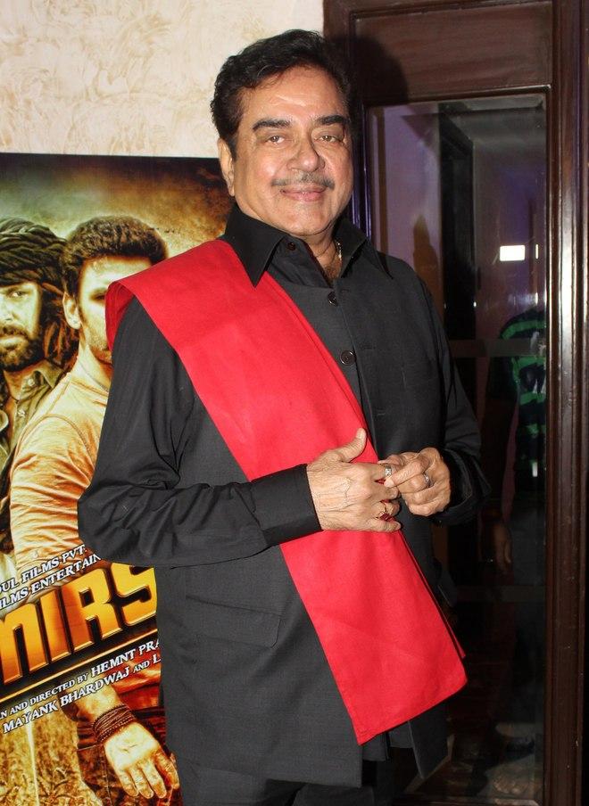 Karan Patel  and Shatrughan Sinha extend support to SRK