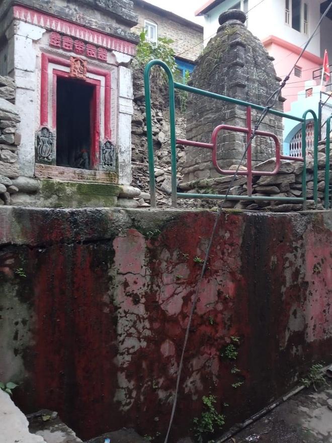 Insanitary conditions around Chamba temple