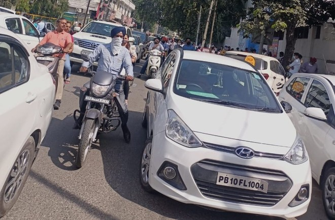 Traffic goes haywire outside private schools in Ludhiana city