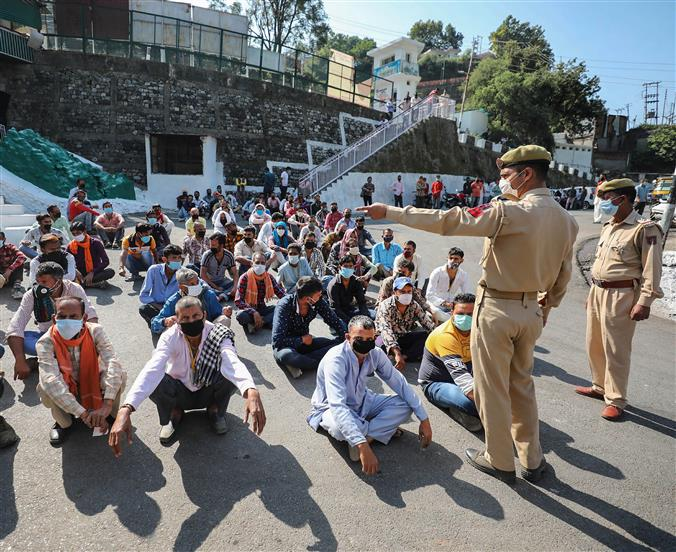 Migrant staff directed not to leave Kashmir