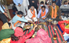 Himachal Governor offers prayers at Valmiki temple