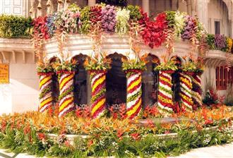 Exotic flowers embellish Golden Temple complex to mark Guru Ram Das Parkash Purb