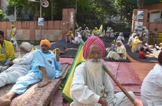 Cotton farmers intensify protest in Bathinda