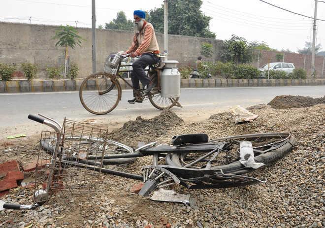 Hit by SUV, cyclist dies