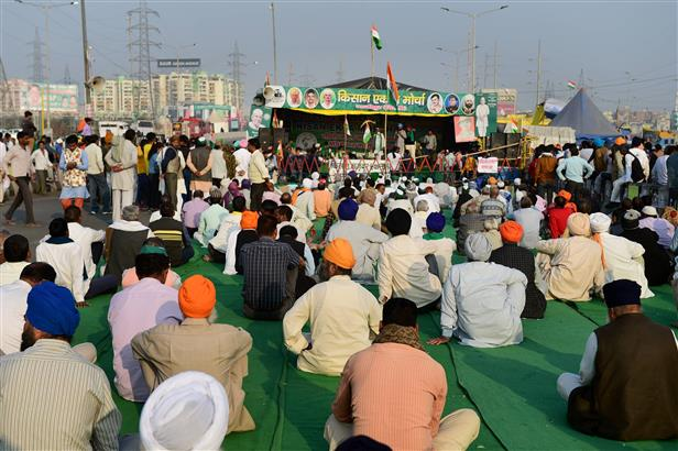 Farmers angry over government notices, closure of main roads at Ghazipur border