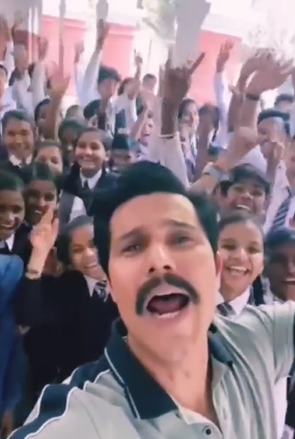 Randeep Hooda shares his version of 'PawriHoriHai' from 'Inspector Avinash' sets; have a look