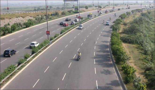 Dozen injured in multi-vehicle pile-up on Yamuna Expressway