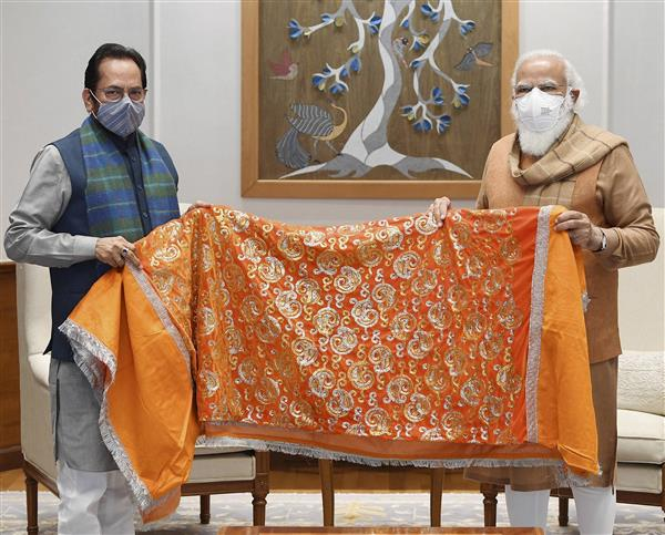 Modi gives chadar to be offered at Ajmer shrine