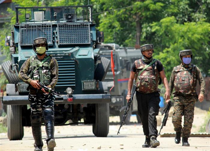 3 militants, cop killed in encounters in J-K's Shopian and Budgam