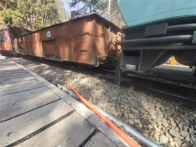 Workman special coach derails at Barog railway station