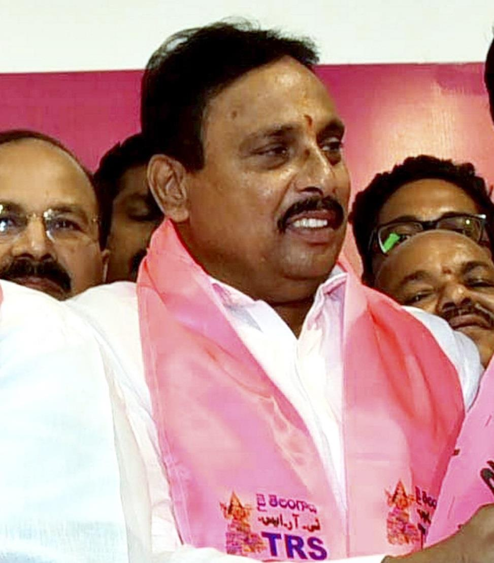 No local player in Hyderabad team, TRS MLA threatens to stop IPL matches