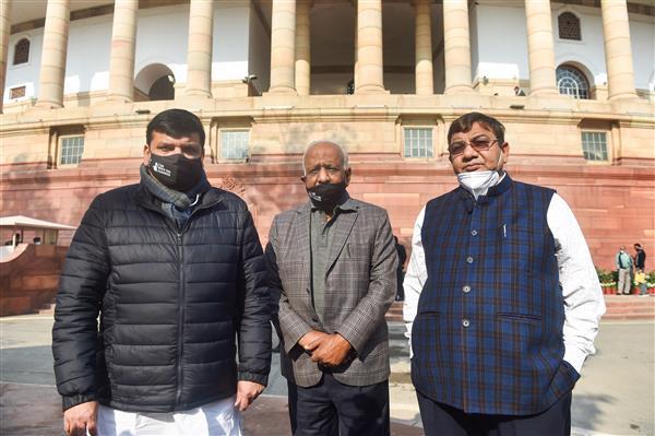AAP members asked to leave house after sloganeering demanding repeal of farm laws