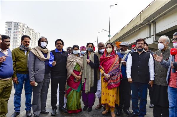 विपक्षी सांसदों को गाजीपुर विरोध स्थल तक पहुंचने की अनुमति नहीं: हरसिमरत: