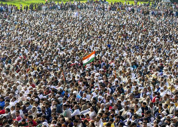 Defying prohibitory orders, thousands converge for 'kisan mahapanchayat' in UP's Shamli