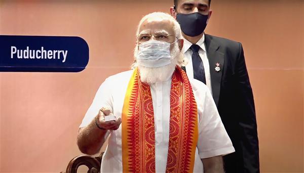 Modi targets Rahul over his 'north-south' remarks, lashes out at Narayanasamy